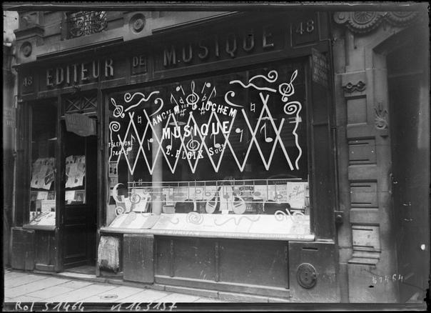 Защита стекол от немецких бомб и снарядов на витринах французского Парижа времен I Мировой Войны ©