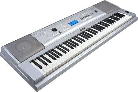Продаётся Синтезатор YAMAHA DGX-230, в отличном состоянии, девушка...