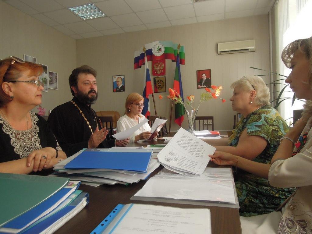 Учителя из Зеленчукского района заняли первые места в региональном этапе конкурса «За нравственный подвиг учителя»