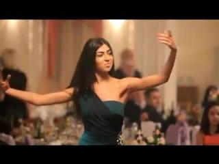Танцуют на свадьбе грузины