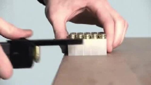 Как заряжают пистолеты для съемок боевиков