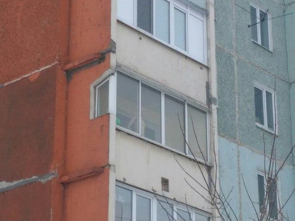 Мужчина какой-нибудь одинокой женщины) Манекен на балконе жилого дома