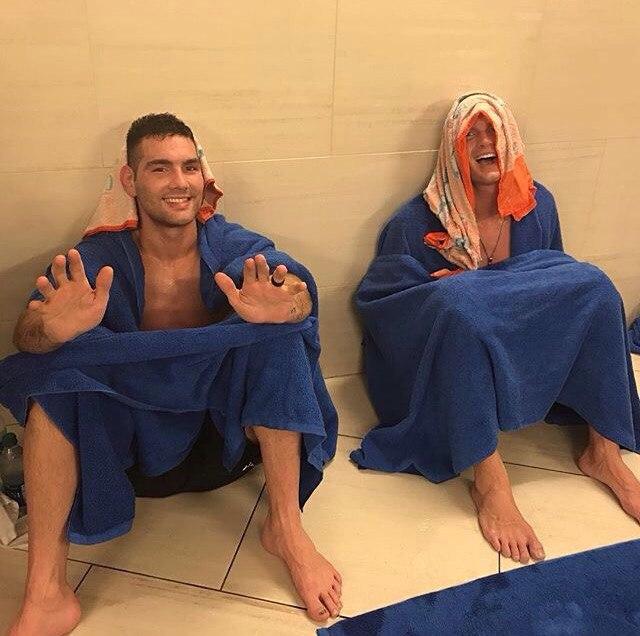 Крис Вайдман и Стивен Томпсон гоняют оставшиеся килограммы перед официальной процедурой взвешивания UFC 205