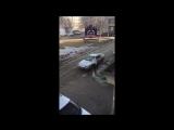 В Красноярске женщина разбила камнем авто изменившего ей мужчины