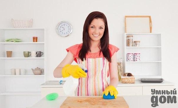 Ванная, кухня - все блестит без химии! 1. Налет на хромированных поверхностях можно удалить, смазав их зубной пастой, а когда начнет подсыхать удалить с помощью губки с чистящей поверхностью. 2. Для того чтобы избавиться от налета, периодически образовывающегося на смесителе и кране воспользуйтесь лимоном, разрежьте его на кольца и наложите их на смеситель и кран в ванной, через половину часа снимите, ополосните все водой и натрите мягкой тканью, это поможет не только избавиться от налета, а…