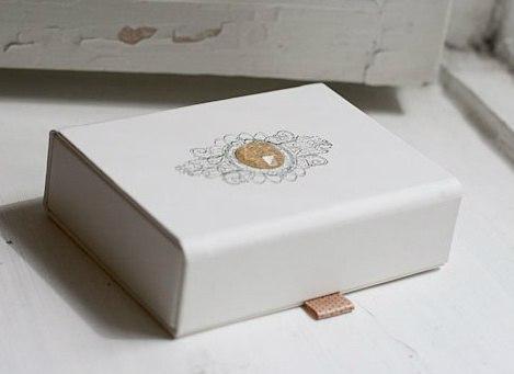 Самодельное хранилище из картона для фотографий и всего остального