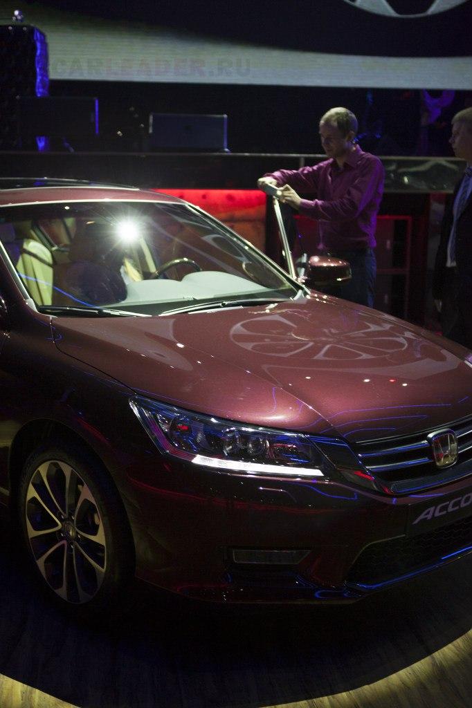 Бордово-коричневый кузов Honda Accord 2013