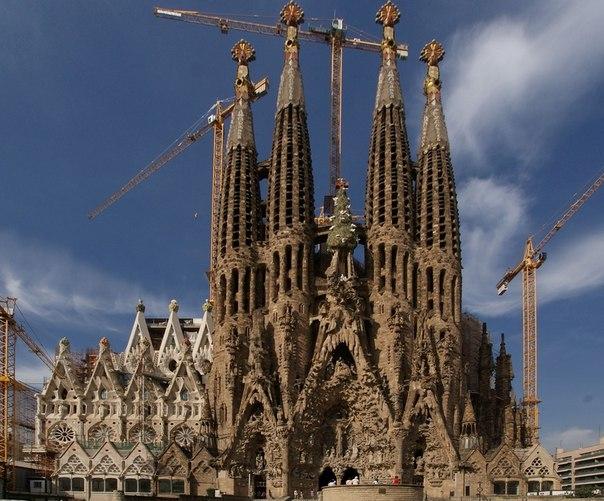 Храм Святого Семейства (Sagrada Familia in Barcelona)