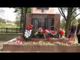 возложение венка на братскую могилу, где похоронен мой дедушка(прадедушка детей)