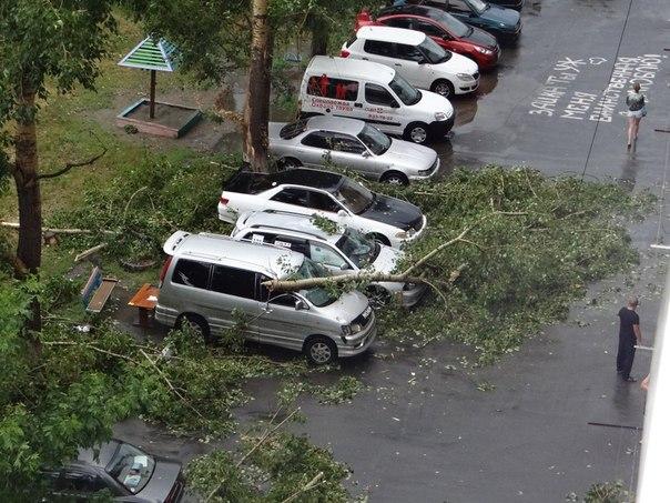 """на шумакова упал балкон на машину!"": последствия урагана в ."