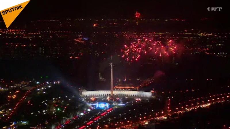 """""""Tag der Stadt"""" in Moskau - Kreml bei Nacht und Feuerwerk"""