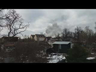 В Балашихе из окон квартир виден густой чёрный дым