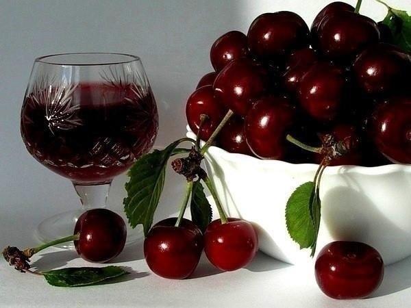 Вино вишневое сладкое