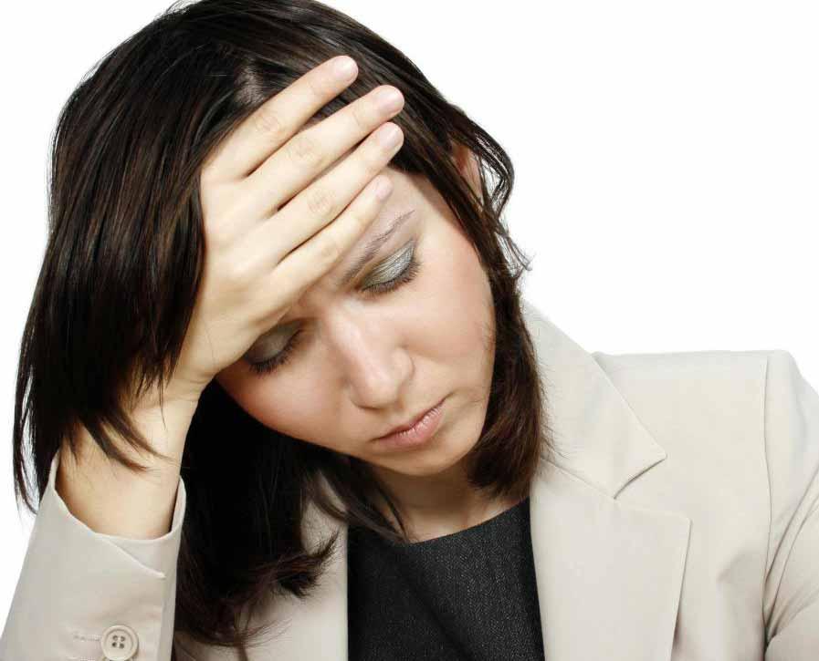 Усталость является одним из симптомов отмены алкоголя.
