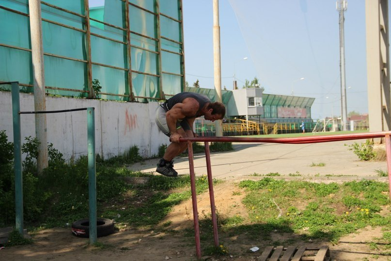 Denis Cyplenkov - Handstand Pushup Parallel Bars