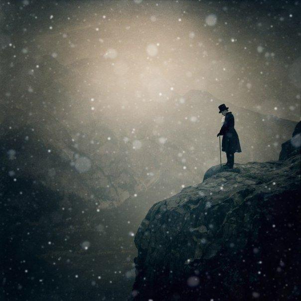 Говорят, что сильные не плачут Говорят, им нипочем гроза... Просто эти люди часто прячут Красные от слез глаза... Говорят, что сильные все могут, Жить без теплых слов и без любви... Просто эти люди с болью стонут Там, где нет ушей и болтовни.. Говорят, что сильным все дается Без усилия и без труда... Просто этим людям удается Всю усталость утаить всегда Говорят, что сильным стать не сложно Это, как умножить два на два... Говорить, конечно, все возможно, Только трудно, сильным быть всегда
