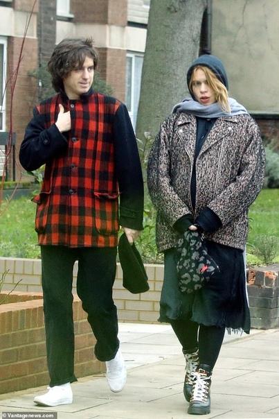 Билли Пайпер показала новорожденную дочь и рассекретила ее имя Британская актриса, ставшая в третий раз мамой всего две недели назад поделилась с общественностью первой фотографией дочки и