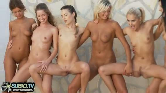 фото голые телки танцуют