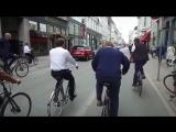 Премьер-министр Дании показывает президенту Франции Макрону Копенгаген. Просто так катаются на велосипедах по городу. И люки не