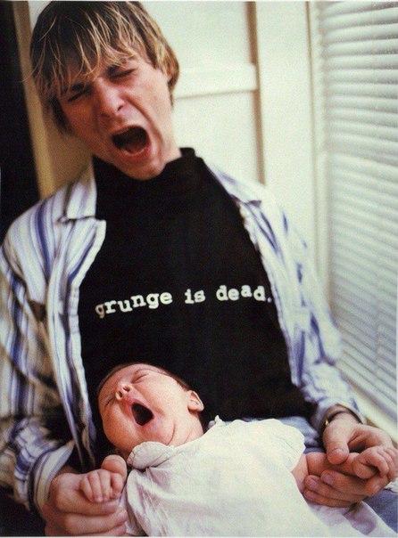 Курт Кобейн со своей дочерью, сентябрь 1992 года