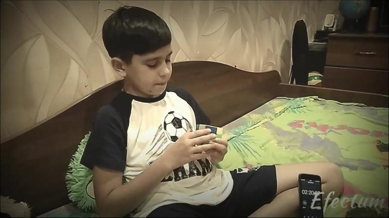 Кирилл собирает кубик Рубика за 5 минут