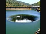 Гигантская воронка на плотине Монтичелло