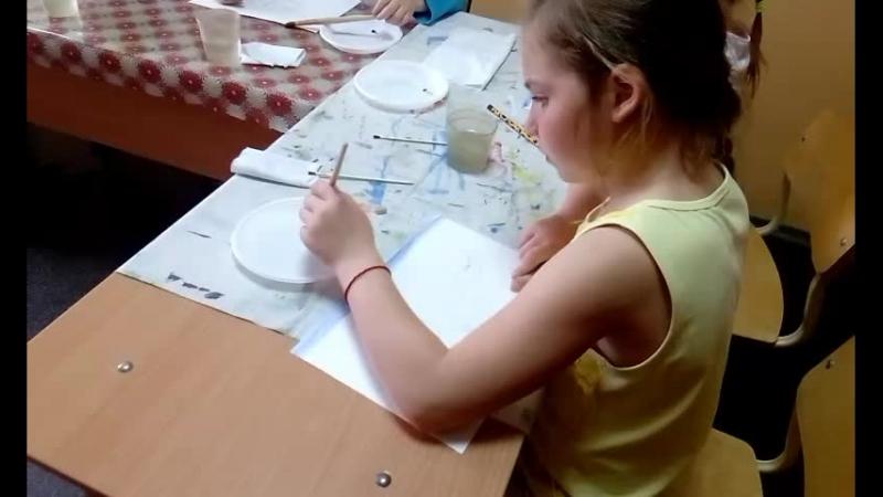 малыши рисуют маки