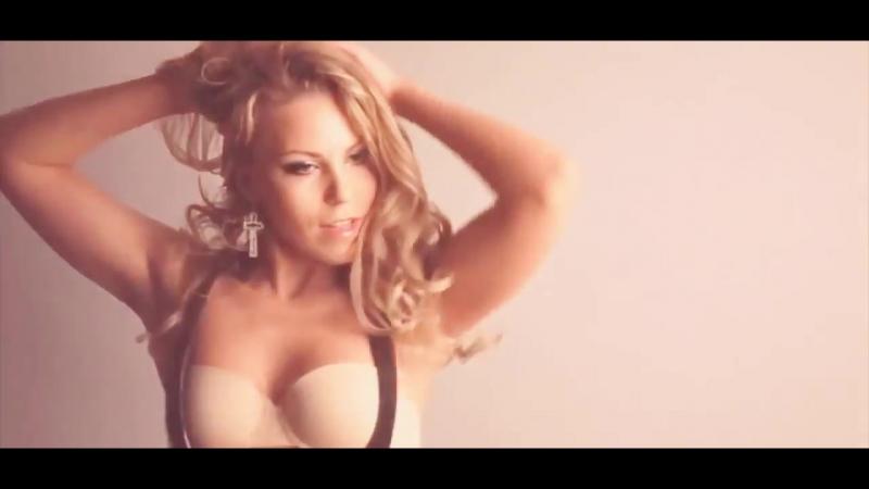 Superbad sexy blonde MILF striptease