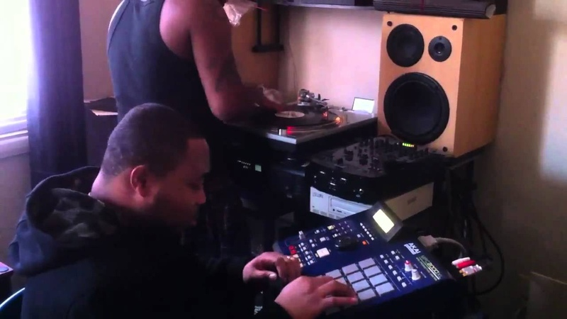 Old school beat making on the MPC 2000xl and the technics M
