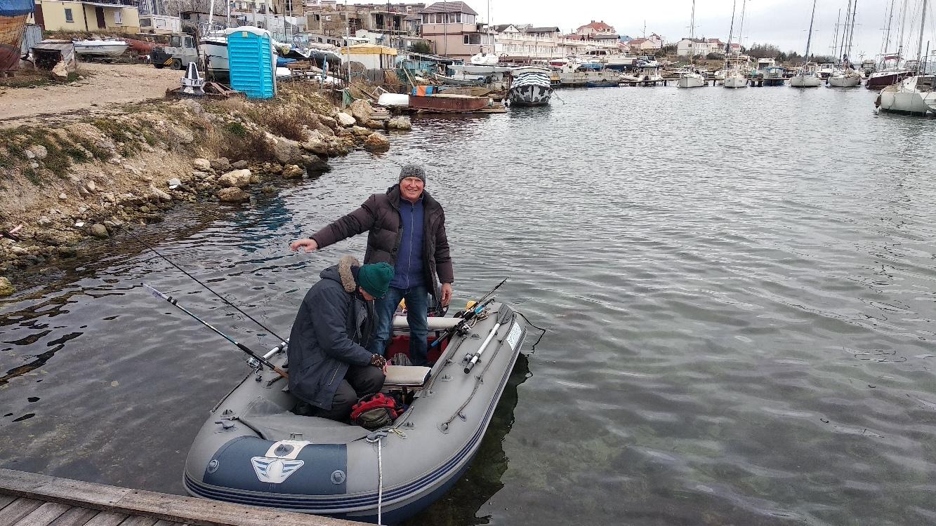 Севастопольские рыбаки выходят на субботний промысел