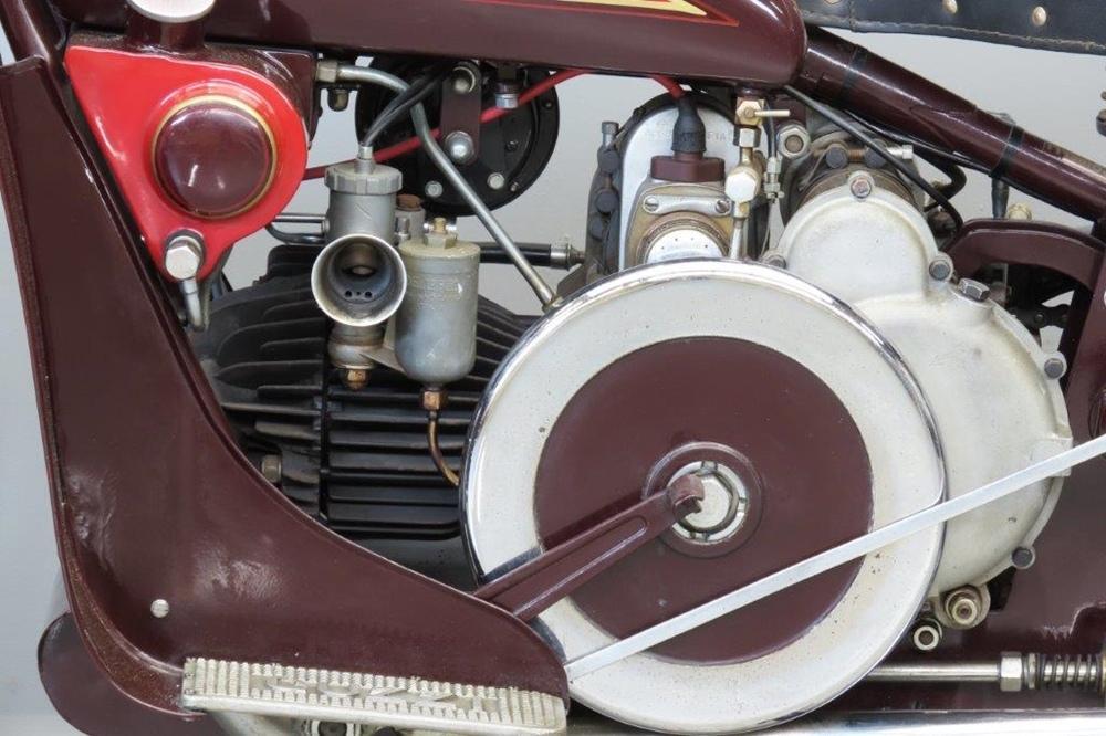 Старинный мотоцикл Moto Guzzi G.T. 16 1932