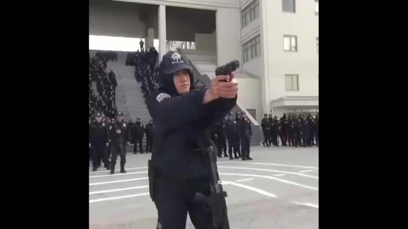 Polis eğitimi 🇹🇷🇹🇷 @trbordo2 takip edelim nokta dahil olsa yorum yapalım