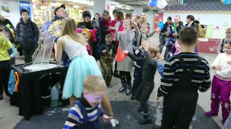 Шоу мыльных пузырей на дне рождения магазина Академия школы_Новосибирск_16.12.2017