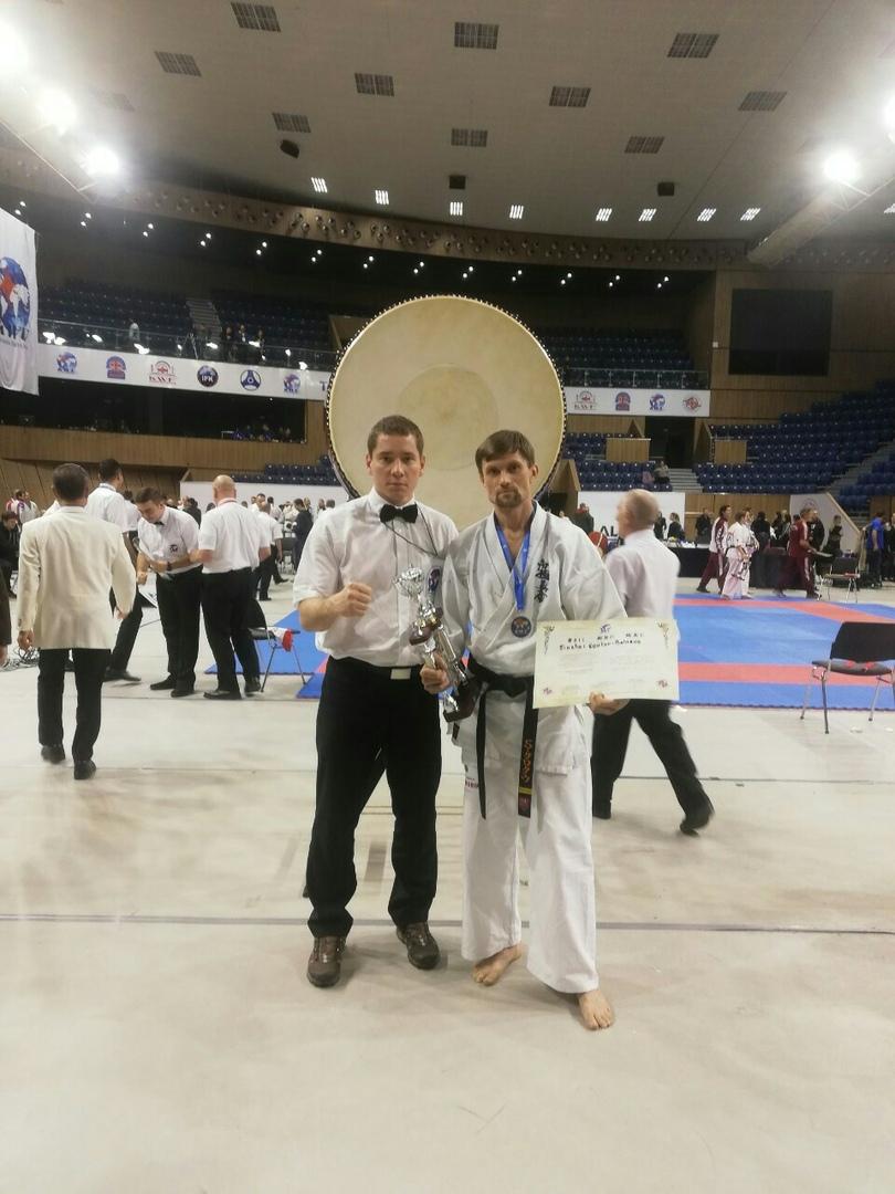 Сергей Кротов (справа) после награждения.