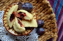 Песочное печенье со сливой и шоколадом