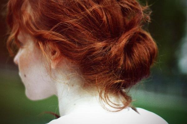 Пришла к нам на работу новая сотрудница. Симпатичная: копна натуральных красно-рыжих волос, вся в веснушках, которые ей очень идут, миниатюрная точеная фигурка.
