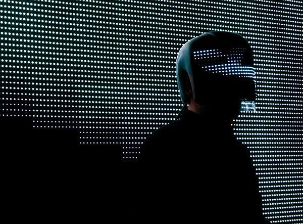 Чем заняться с самого утра? Конечно, читать новости обо всем самом главном на FURFUR: новое кино и музыка, задержание участника Anonymous, отмена оппозиционных митингов и новый сайт Look At Media на английском языке