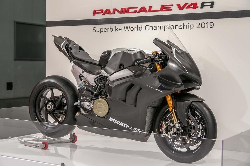 EICMA 2018: гоночный супербайк Ducati Panigale V4 RS19 2019