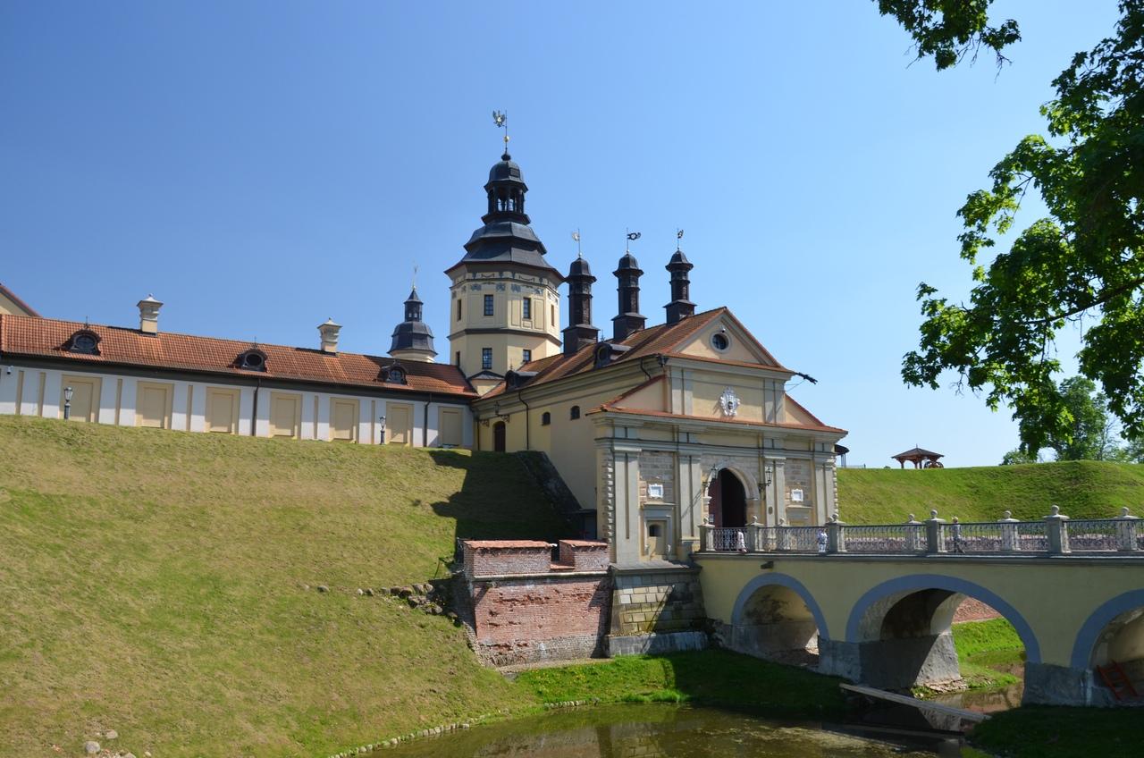 Nb_uDBMow1U Несвиж. Замок в Беларуси.