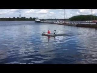 Ходовые испытания двух лодок на солнечных батареях завершены, произвели подъем флага Нижегородского детского речного пароходства