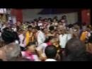 Девушки танцуют перед Ганешем. слон возглавил БОГ