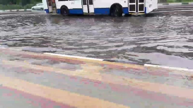 Вода выходит из берегов на «Рио»