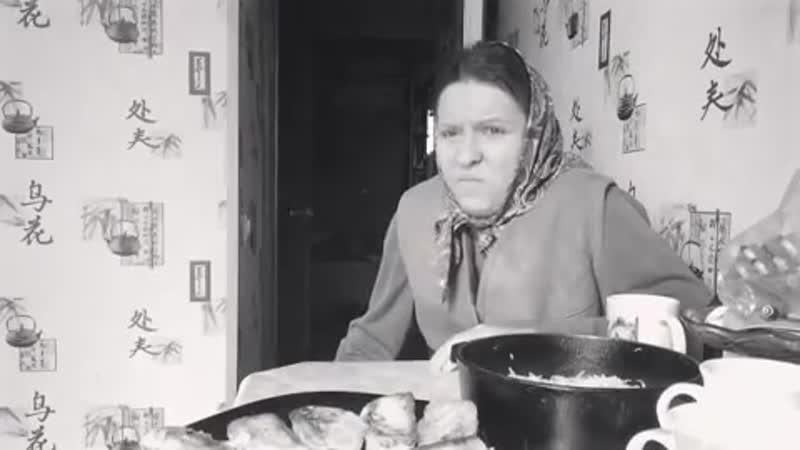 Пугливая соседка и внучка-пиздючка порушили малину. Бабуле не дали выпить!