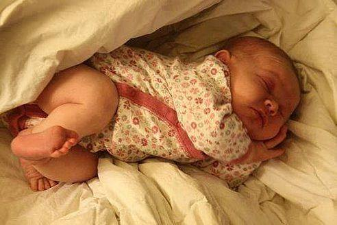 Пришло время, когда я тихо пью горячий чай на кухне, зная, что в комнате сладко спит мое маленько СЧАСТЬЕ...