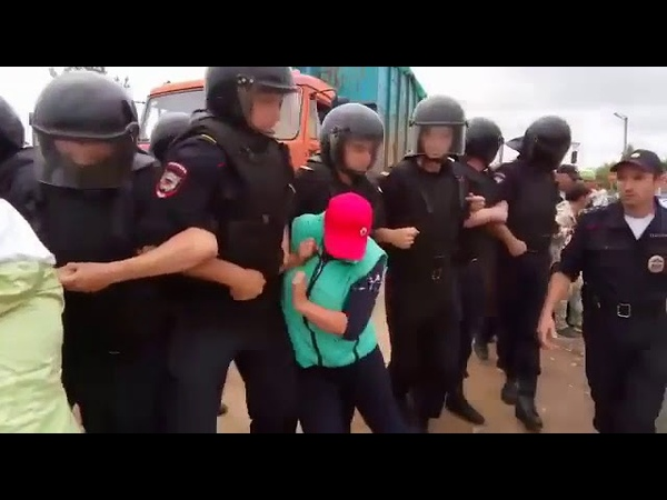 12 июля 2018 Щелканово жители против мусоровозов с ртутными лампами и ОМОНа