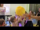 Видеоотчет с апрельской вечеринки в детском клубе Карамба с клоунессой