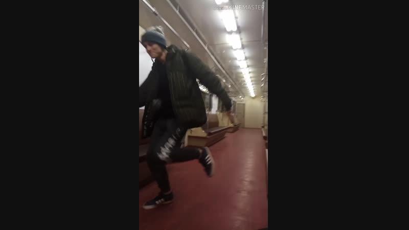 пьяный Рустэм сошёл с ума и устроил флекс в метро шок видео жесть 18