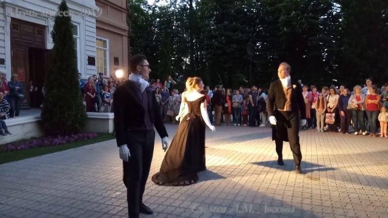 Бал возле Радищевского музея. Ночьмузеев