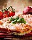 Пицца с тонкой хрустящей основой