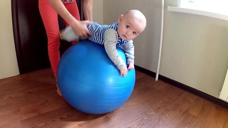 Упражнения на фитболе для малышей 3 месяцев